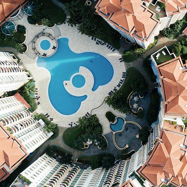 website-hospitality-contentcard-brochure-hotelsandresorts